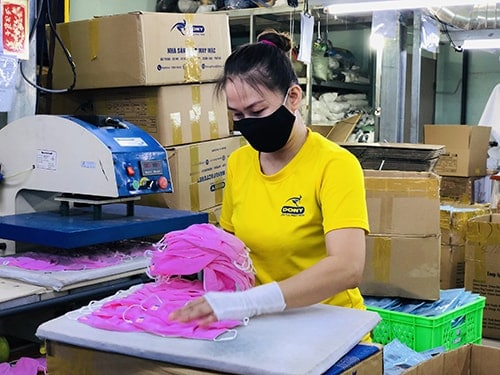 3 PRODUCING ANTIBACTERIAL CLOTH MASKS FOR EXPORT TO EXCLUSIVE DISTRIBUTOR IN SAUDI ARABIA EGYLAVA COMPANY