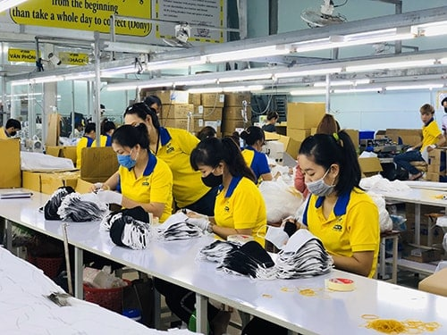 3 PRODUCING ANTIBACTERIAL CLOTH MASKS FOR EXPORT TO JAPAN