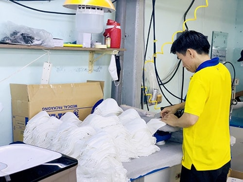 4 PRODUCING ANTIBACTERIAL CLOTH MASKS FOR EXPORT TO ARABIC