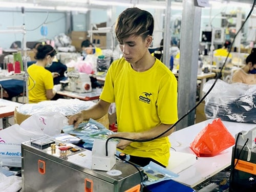 4 PRODUCING ANTIBACTERIAL CLOTH MASKS FOR EXPORT TO AUSTRALIA
