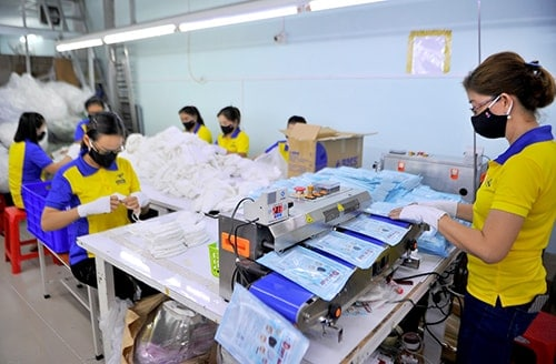 4 PRODUCING ANTIBACTERIAL CLOTH MASKS FOR EXPORT TO FRANCE