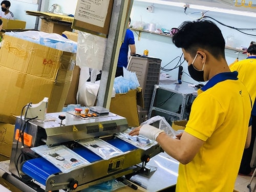 4 PRODUCING ANTIBACTERIAL CLOTH MASKS FOR EXPORT TO JAPAN