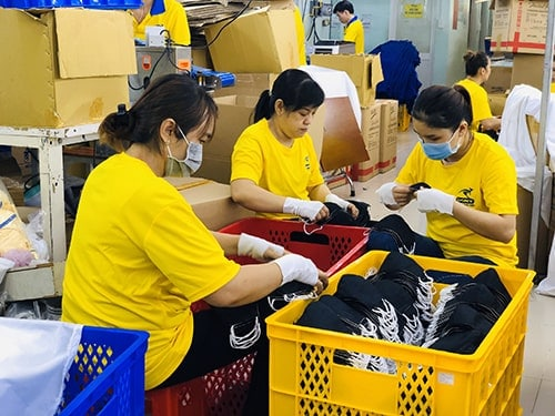 4 PRODUCING ANTIBACTERIAL CLOTH MASKS FOR EXPORT TO USA