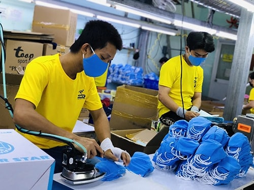 6 PRODUCING ANTIBACTERIAL CLOTH MASKS FOR EXPORT TO EXCLUSIVE DISTRIBUTOR IN SAUDI ARABIA EGYLAVA COMPANY