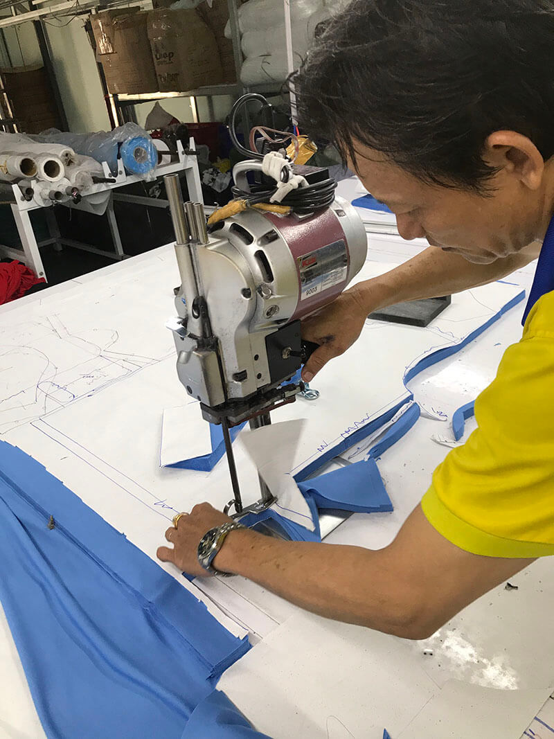 This stage requires care and meticulousness in every detail from a skilled fabric cutter.