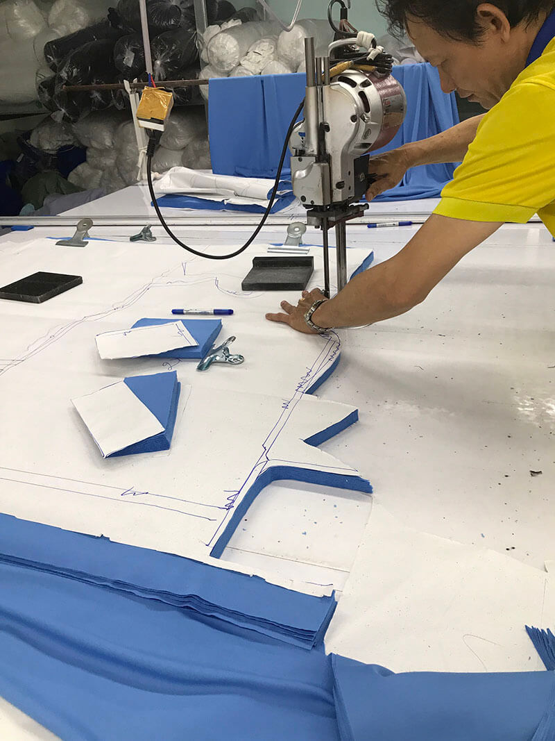 Every day, Dony's cutting team always works at full capacity to promptly complete large orders of tens of thousands of pieces